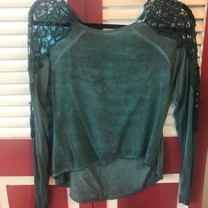 BKE Rayon Top with Lace Shoulders Size Small